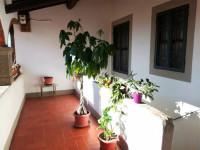 Appartamento ristrutturato con fondi e giardino