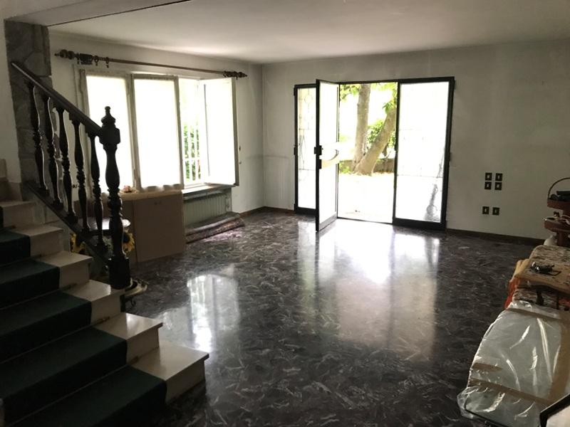Bagno Con Doccia Al Centro : Villa in centro a carpi prossimacasa.it