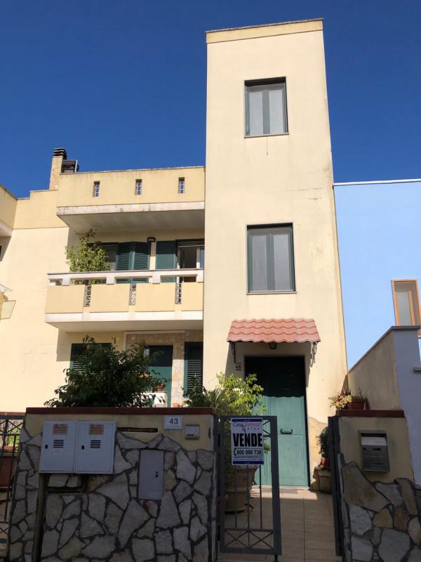 Appartamento in vendita a Alezio, 4 locali, prezzo € 180.000 | CambioCasa.it