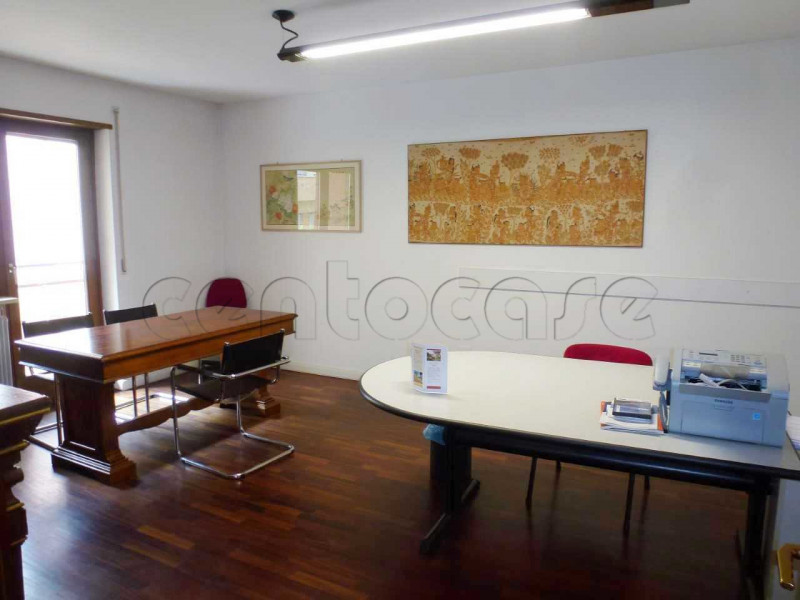 Zona Tribunale, ampio ufficio