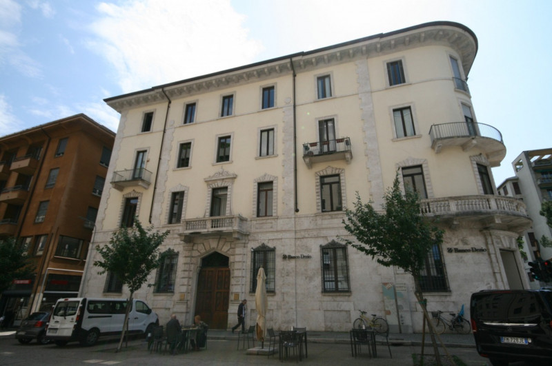 Appartamento in affitto a Como, 4 locali, zona Località: Città Murata Lungolago Centro, prezzo € 4.000 | CambioCasa.it