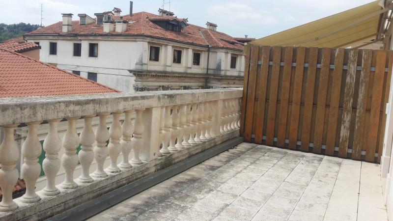 Appartamento in vendita a Vicenza, 4 locali, zona Zona: Centro storico, prezzo € 700.000 | CambioCasa.it