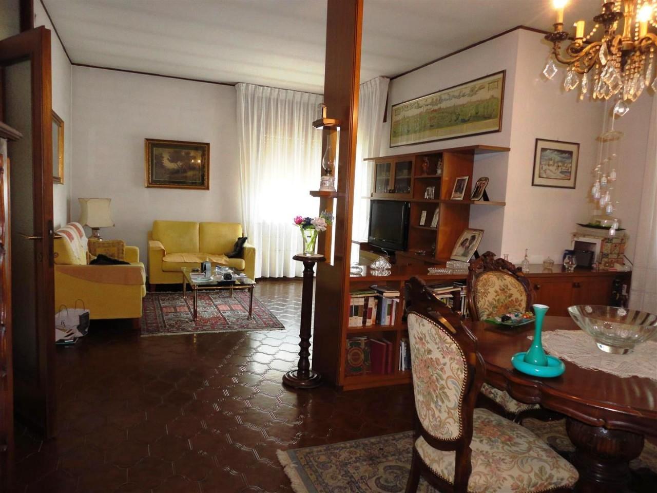 L446 Villa singola in vendita ad Abano Terme https://media.gestionaleimmobiliare.it/foto/annunci/180716/1818241/1280x1280/008__09_soggiorno.jpg