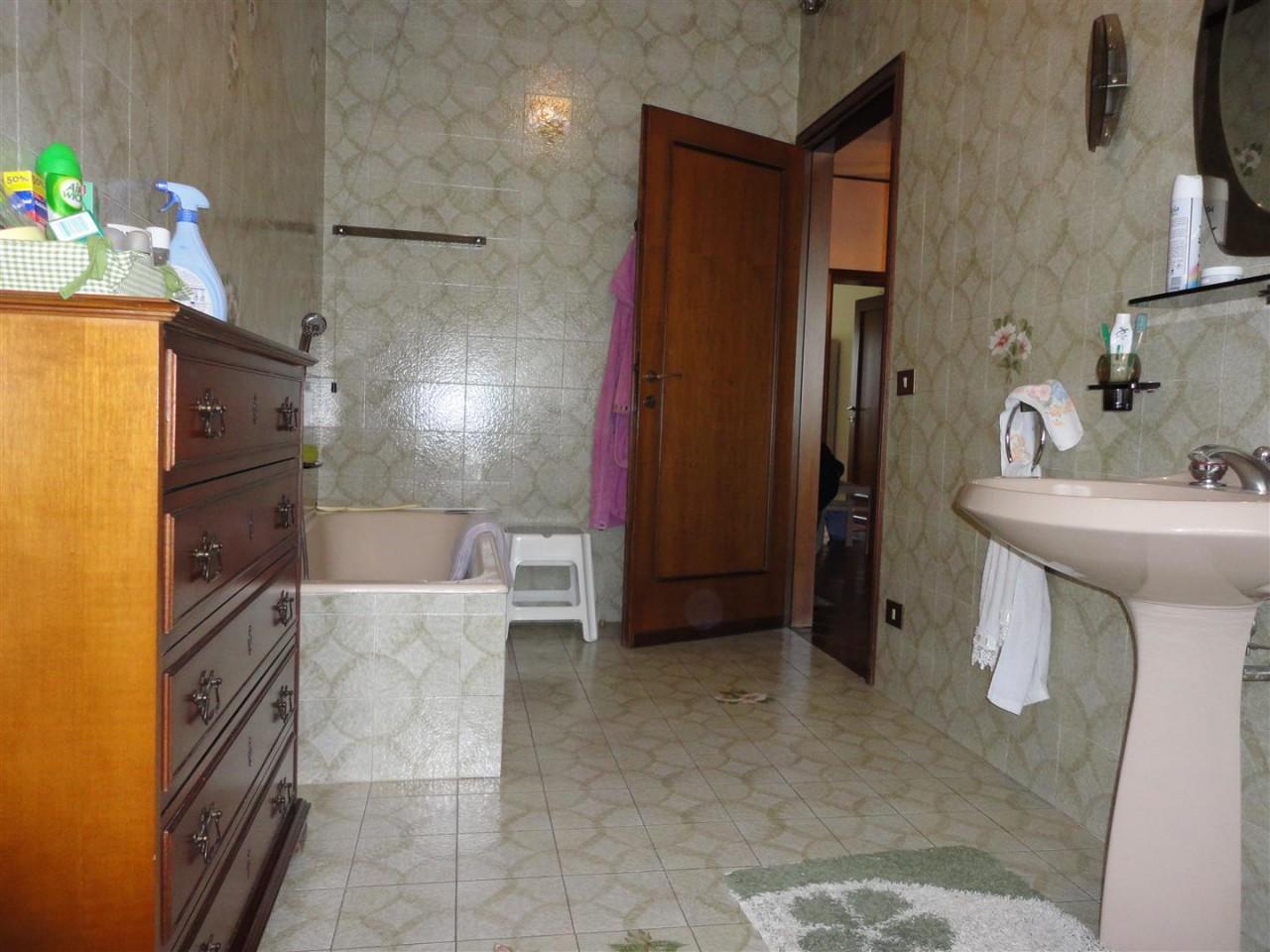 L446 Villa singola in vendita ad Abano Terme https://media.gestionaleimmobiliare.it/foto/annunci/180716/1818241/1280x1280/019__20_bagno_fin.jpg