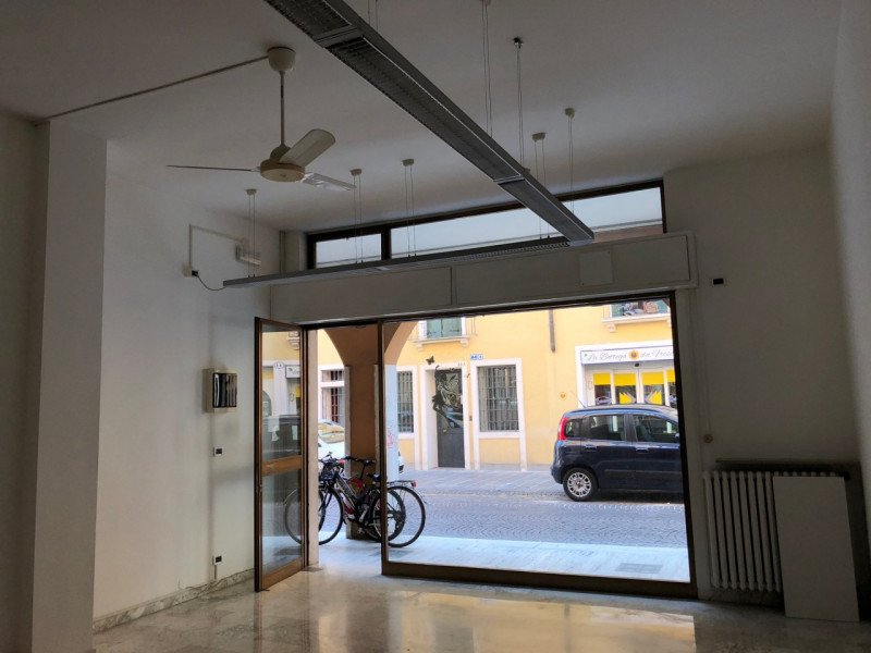 Shop for Rent in Padova - https://media.gestionaleimmobiliare.it/foto/annunci/180801/1828291/800x800/000__img_1385.jpg