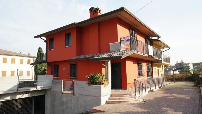 Appartamento in buone condizioni in vendita Rif. 7602663