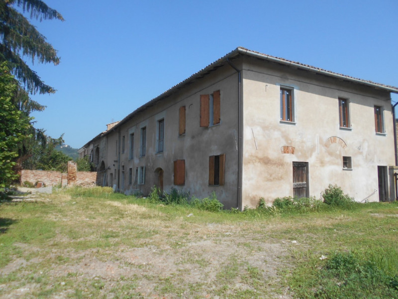 Rustico / Casale in vendita a Ponzano Monferrato, 5 locali, zona Zona: Salabue, prezzo € 145.000   CambioCasa.it