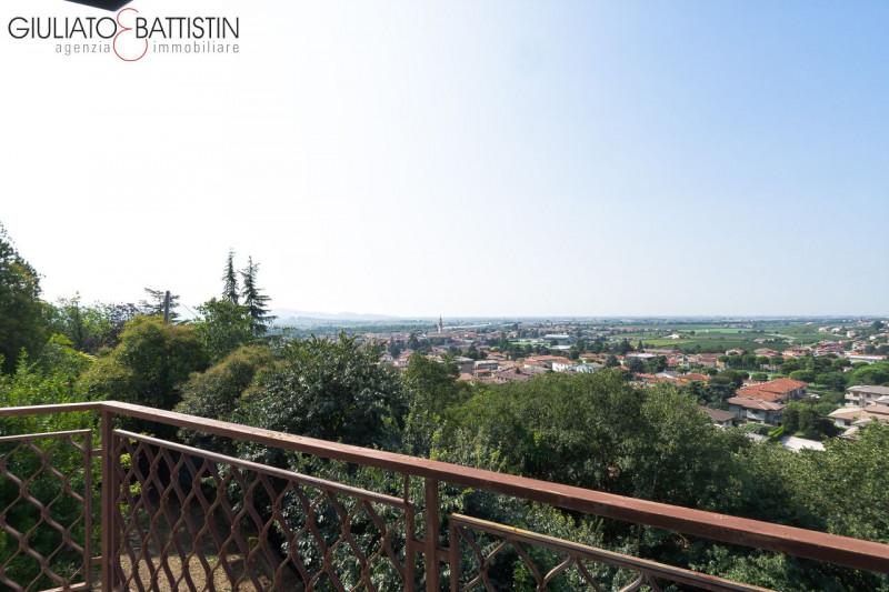 Villa in discrete condizioni in vendita Rif. 7806457