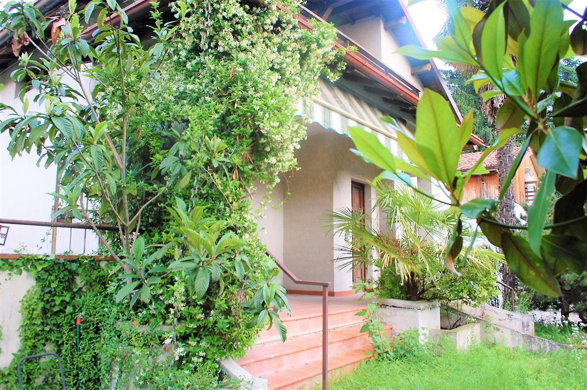 Botticino, zona centrale, casa singola con giardino, terrazza e grande interrato.....