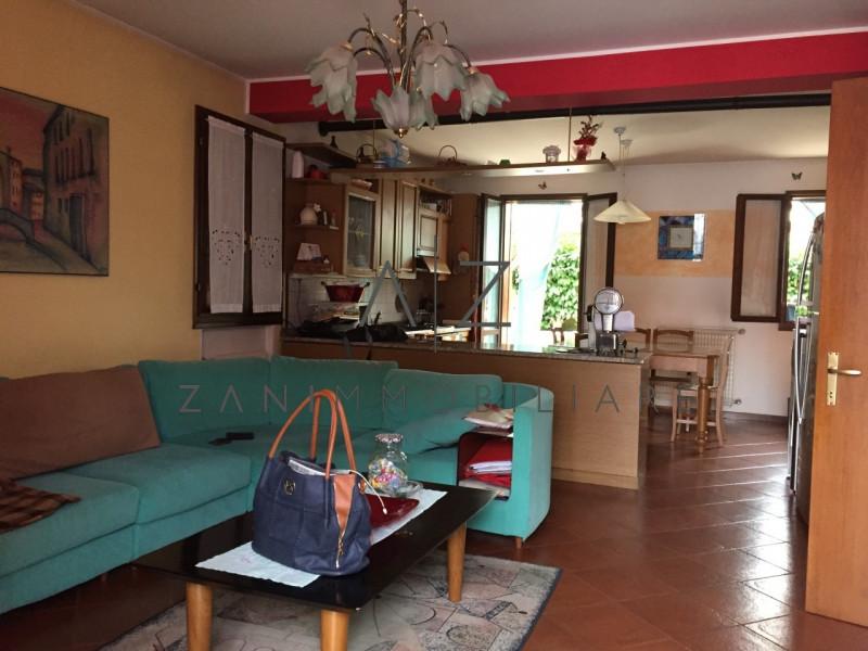 Appartamento in ottime condizioni in vendita Rif. 8184032