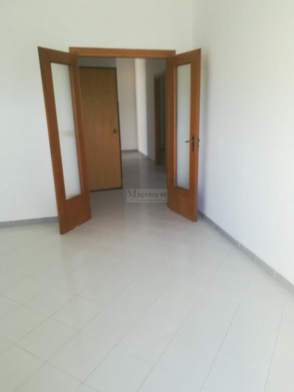 Appartamento in vendita a Reggio Calabria, 4 locali, zona Località: Catona, prezzo € 90.000 | CambioCasa.it