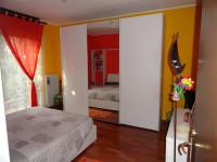 in zona Centralissima del paese interessante appartamento con scoperto in proprietà.
