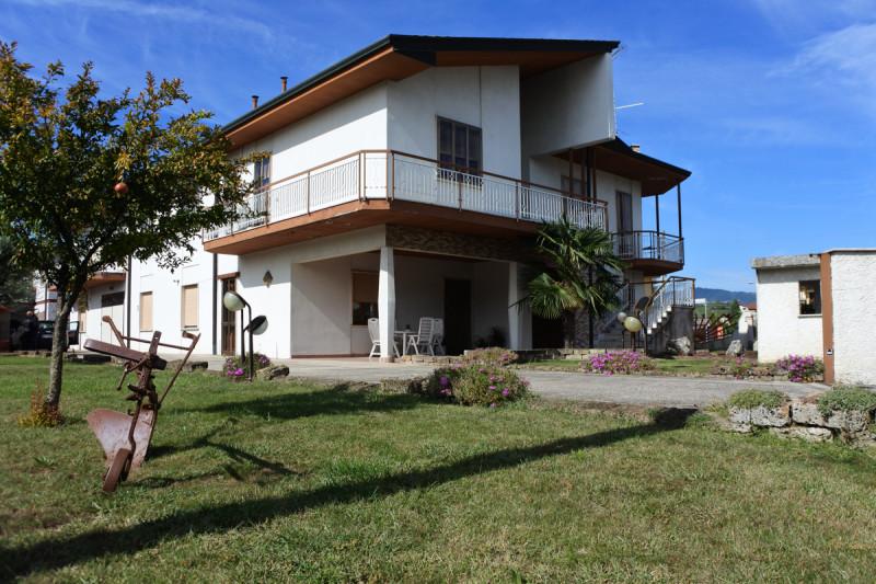 Appartamento in discrete condizioni arredato in vendita Rif. 8502036