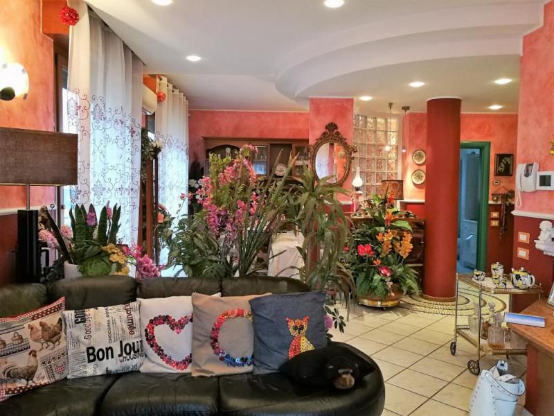 Appartamento in vendita a Pesaro, 6 locali, zona Zona: Tombaccia, prezzo € 360.000   CambioCasa.it