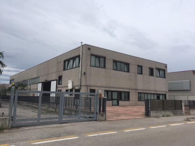 Capannone in affitto a Povegliano Veronese, 9999 locali, zona Località: Povegliano Veronese, prezzo € 2.300   CambioCasa.it