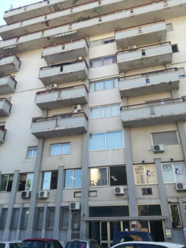 Ufficio / Studio in affitto a Palermo, 3 locali, zona Zona: Libertà, prezzo € 350   CambioCasa.it