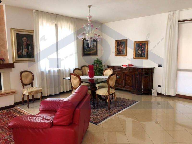 Appartamento in buone condizioni in vendita Rif. 8238793