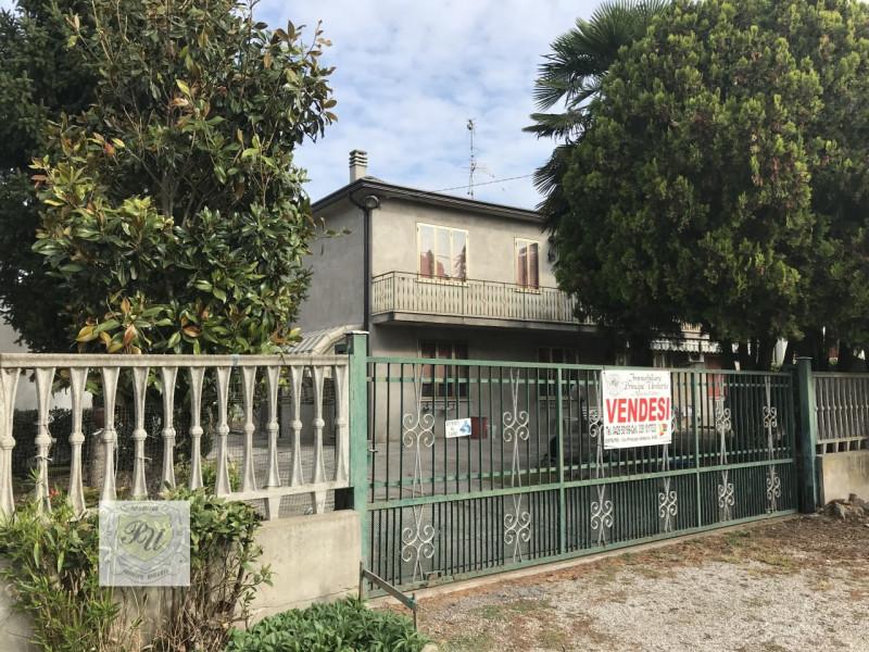 Casa Indipendente in buone condizioni in vendita Rif. 8572372