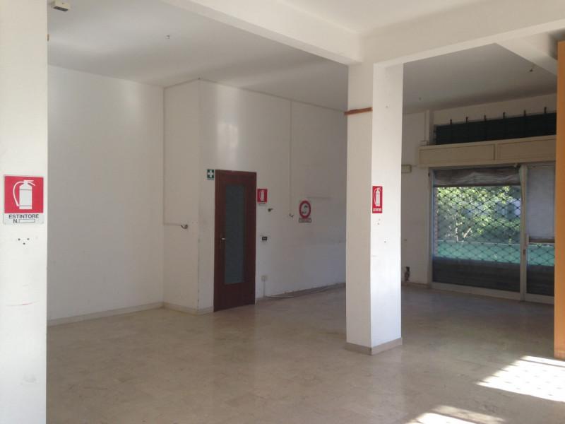 Negozio / Locale in affitto a Savona, 9999 locali, zona Zona: Oltreletimbro, prezzo € 650   CambioCasa.it
