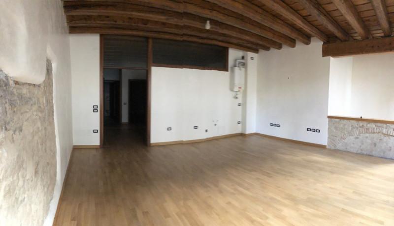 Ufficio in pieno Centro, ottime finiture - https://media.gestionaleimmobiliare.it/foto/annunci/181015/1868174/800x800/006__ufficio.jpg