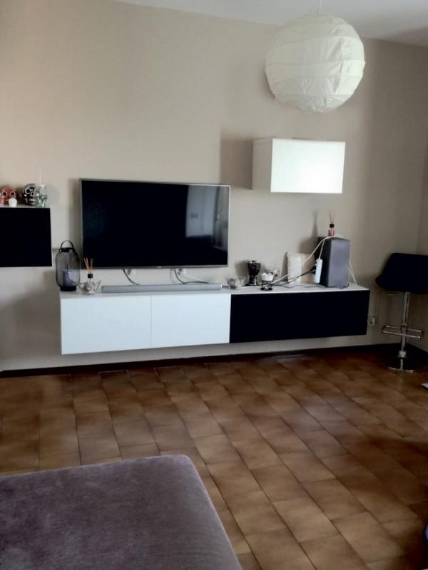 LUMINOSO 3 CAMERE CON VISTA APERTA DAL 3° PIANO - https://media.gestionaleimmobiliare.it/foto/annunci/181022/1872021/800x800/000__5.jpg