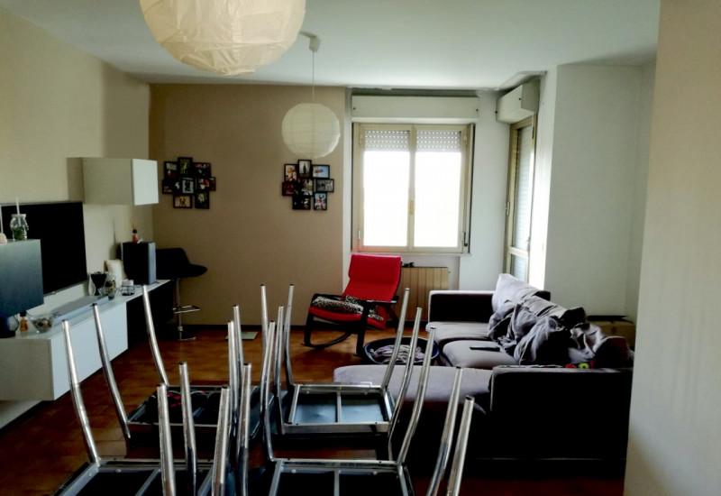 LUMINOSO 3 CAMERE CON VISTA APERTA DAL 3° PIANO - https://media.gestionaleimmobiliare.it/foto/annunci/181022/1872021/800x800/005__11.jpg