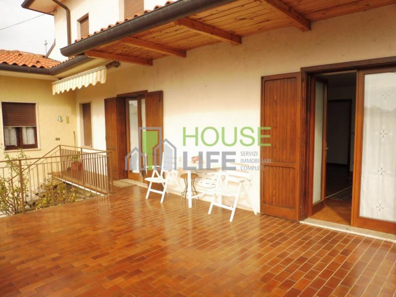 Appartamento in buone condizioni in vendita Rif. 8395625