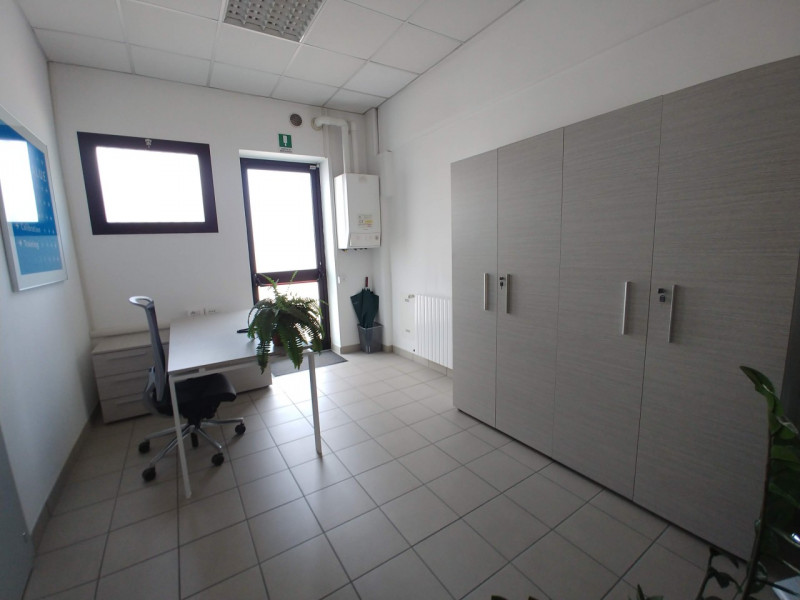 Capannone full optional con uffici, interrato e appartamento - https://media.gestionaleimmobiliare.it/foto/annunci/181029/1875149/800x800/012__panoramica.jpg