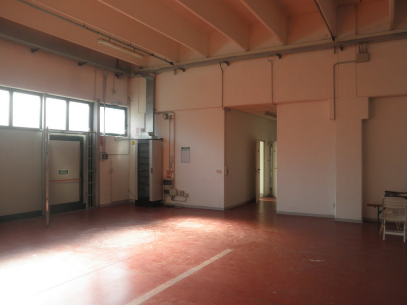 Capannone full optional con uffici, interrato e appartamento - https://media.gestionaleimmobiliare.it/foto/annunci/181029/1875149/800x800/033__p8030452__fileminimizer.jpg