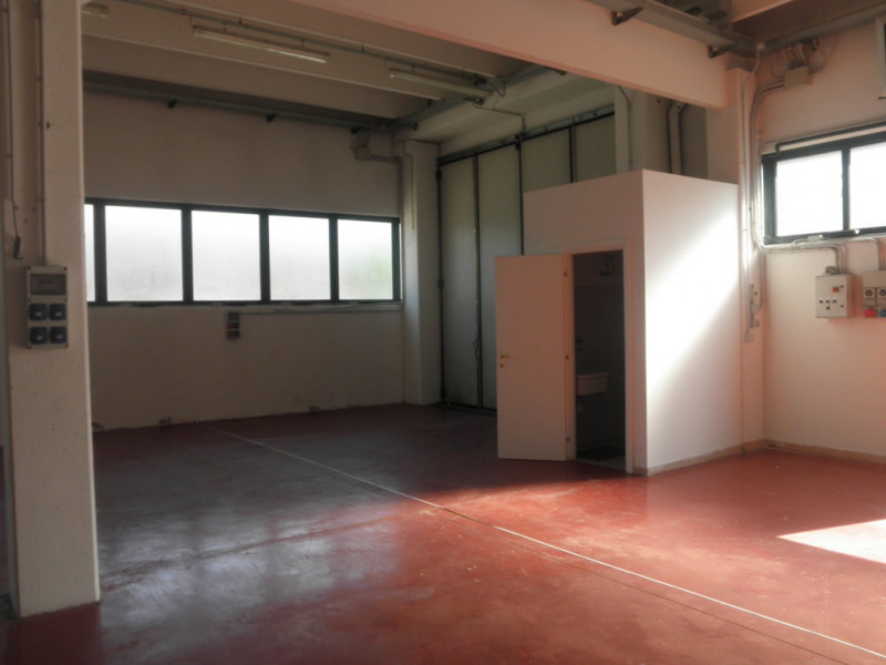 Capannone full optional con uffici, interrato e appartamento - https://media.gestionaleimmobiliare.it/foto/annunci/181029/1875149/800x800/039__p8030458__fileminimizer.jpg