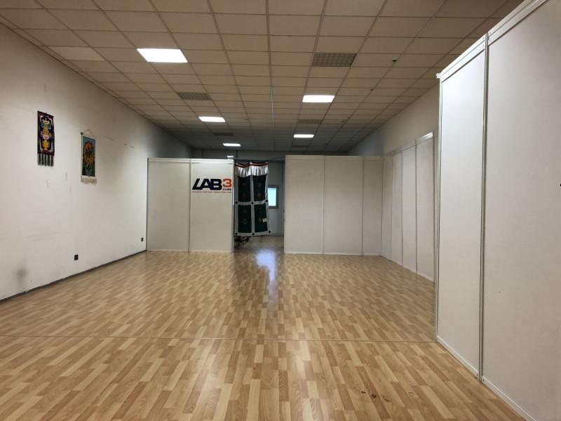 Spazio open-space zona Camin - https://media.gestionaleimmobiliare.it/foto/annunci/181108/1879491/800x800/001__img_0016.jpg
