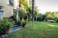 Villa antica con parco di 8500 mq. e piscina.