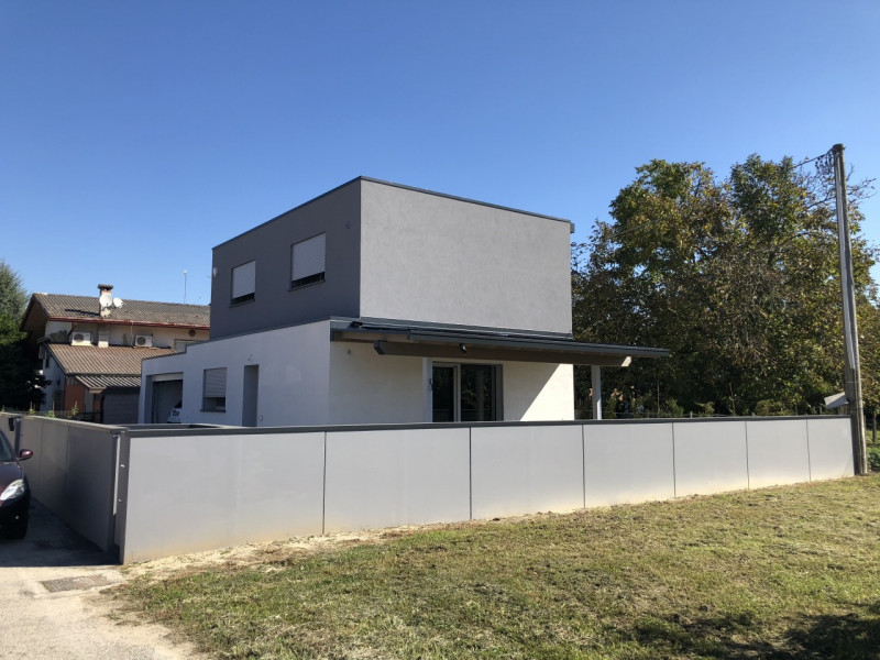 Villa in vendita a Campolongo Maggiore, 3 locali, zona Località: Campolongo Maggiore, prezzo € 320.000 | CambioCasa.it