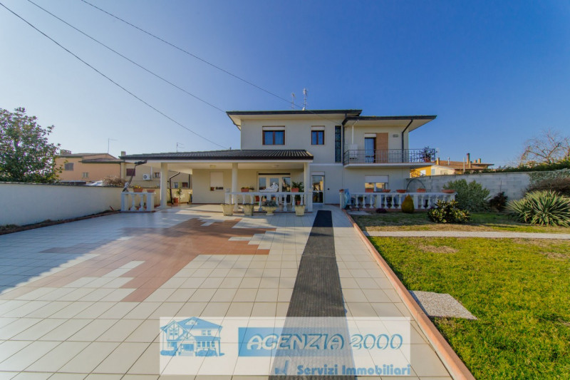 Appartamento in ottime condizioni in vendita Rif. 8673757