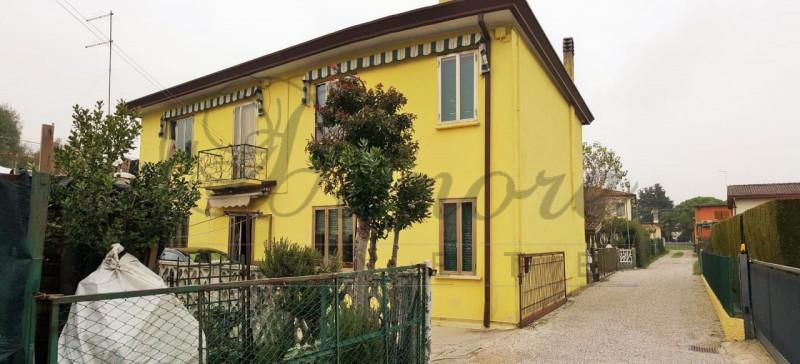 Appartamento in buone condizioni in vendita Rif. 8827941