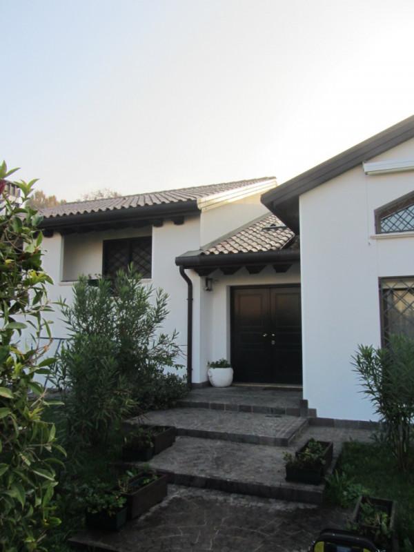 Casa Indipendente in buone condizioni in vendita Rif. 9629374