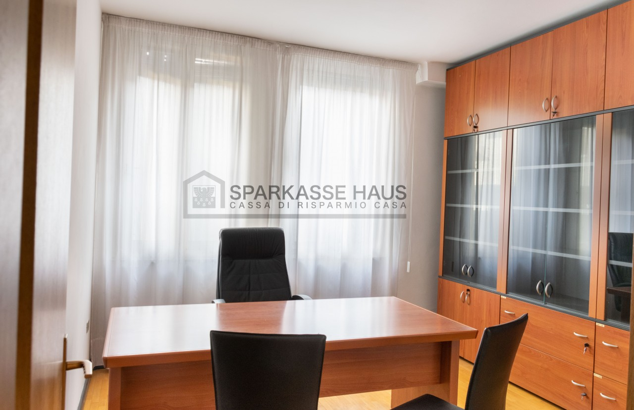 Luminoso e ben curato ufficio in zona strategica semicentrale