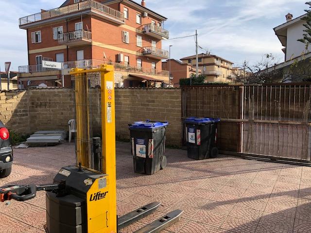 Negozio / Locale in affitto a Roma, 9999 locali, zona Località: Selva Candida, prezzo € 900 | CambioCasa.it