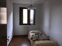 Noventa Padovana in centro vicino ai servizi si propone appartamento con ascensore.