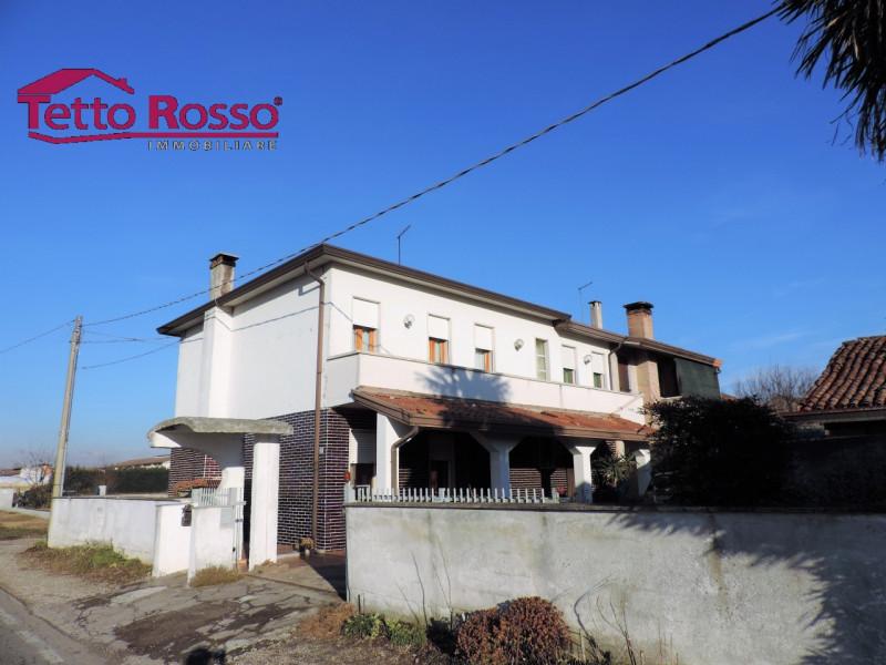 Appartamento in discrete condizioni in vendita Rif. 9331043
