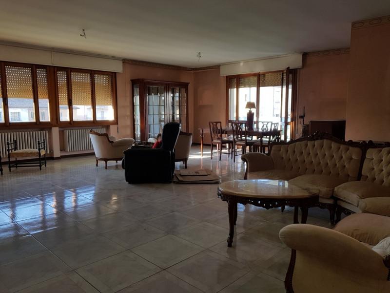 Appartamento in discrete condizioni in vendita Rif. 9284256