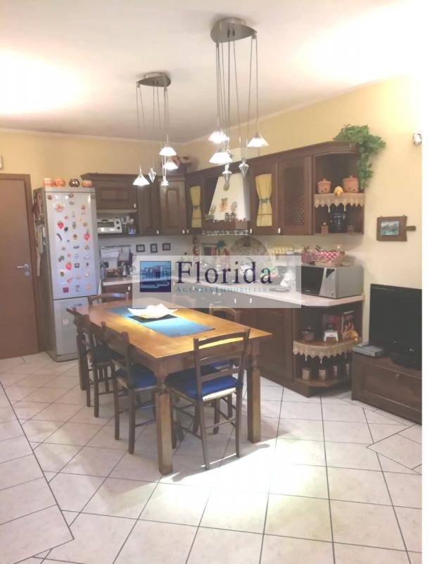 Appartamento in buone condizioni in vendita Rif. 9301675