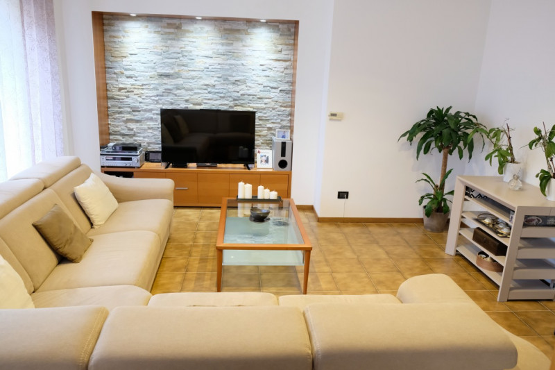 Appartamento in ottime condizioni in vendita Rif. 9418492