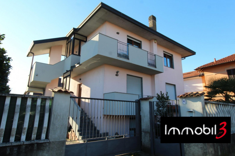 Villa in ottime condizioni in vendita Rif. 9505437