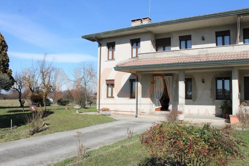 Appartamento in buone condizioni in vendita Rif. 9574063