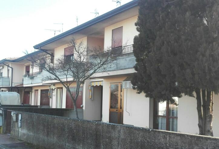 Villa in buone condizioni arredato in vendita Rif. 9510954