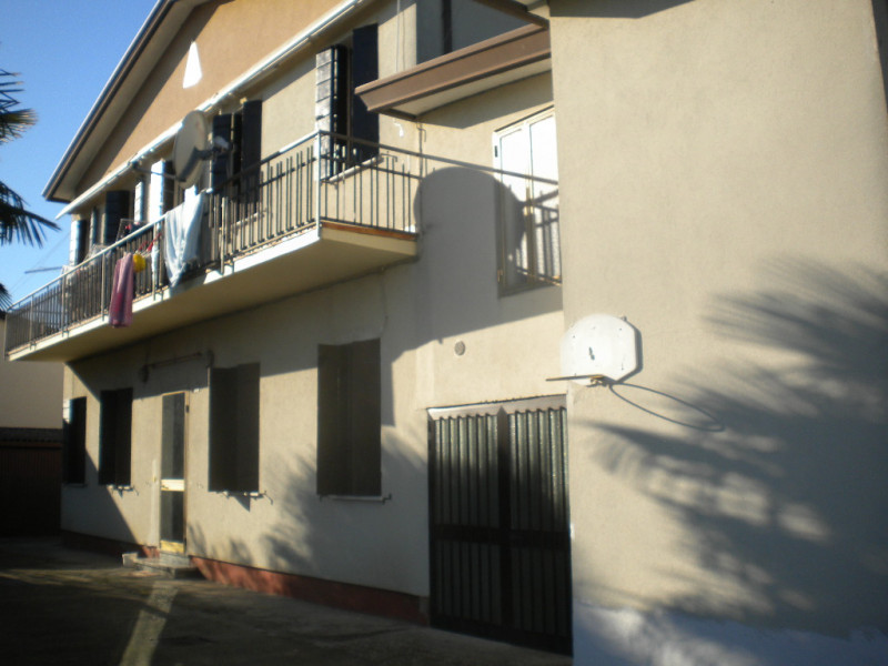 Casa Indipendente in discrete condizioni in vendita Rif. 9516926