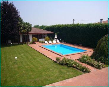 Villa in buone condizioni arredato in vendita Rif. 9558456