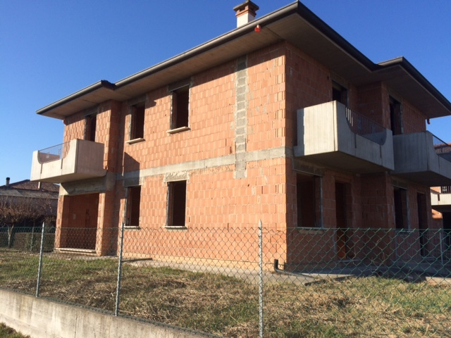 Villa Bifamiliare in vendita a Barbarano Vicentino, 4 locali, zona Zona: Ponte Barbarano, prezzo € 120.000 | CambioCasa.it