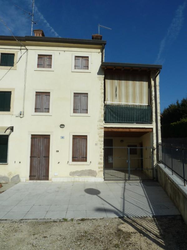 Villa a Schiera in vendita a Cazzano di Tramigna, 4 locali, zona Località: Cazzano di Tramigna - Centro, prezzo € 130.000   CambioCasa.it